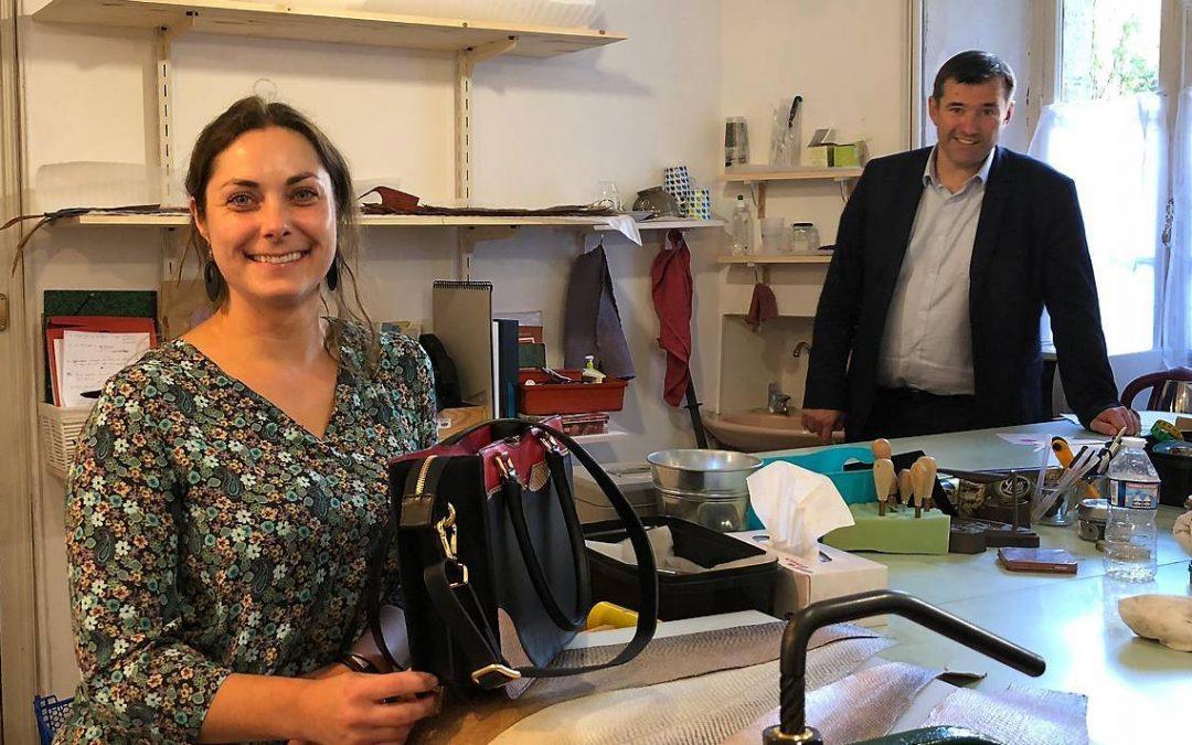 Carrière. A Landerneau elle fabrique des sacs et bijoux en cuir de poisson